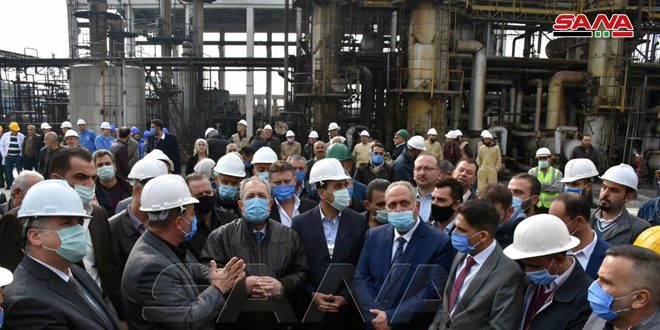 Prime Minister inspects maintenance works at Homs refinery and the grain silos in the port of Tartous